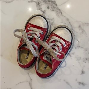 Infants/Toddler red Converse sneaker, size 5